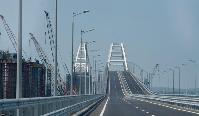 Украина сделала проезд по Крымскому мосту платным