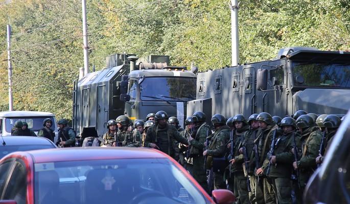 Не могут сказать правду: люди в масках после бойни запугали Керчь