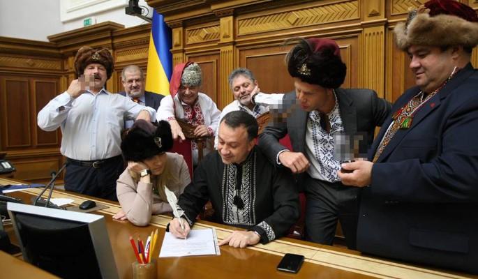 Слетевшие с катушек украинцы набросились на Путина