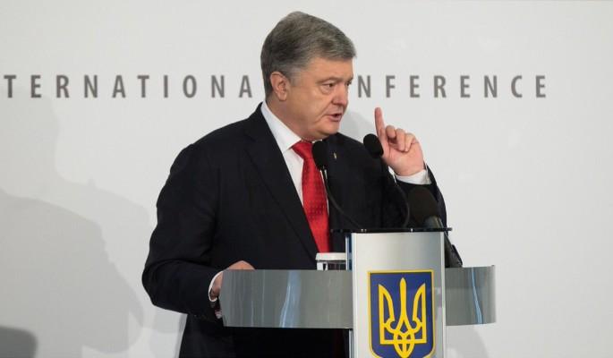 Шатающегося Порошенко подкосили американские выборы