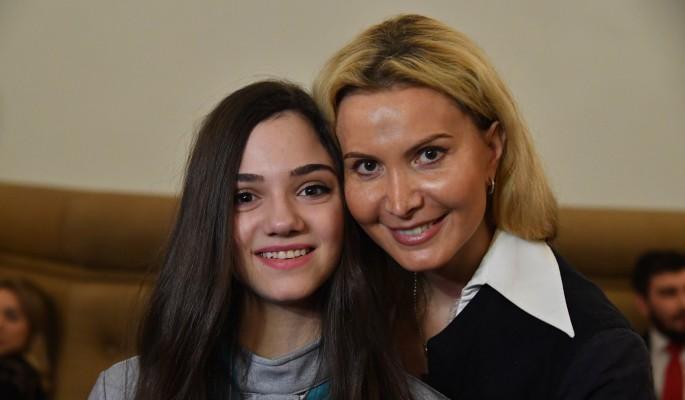Сбежавшая к гею Медведева обратилась к Тутберидзе из-за смерти матери
