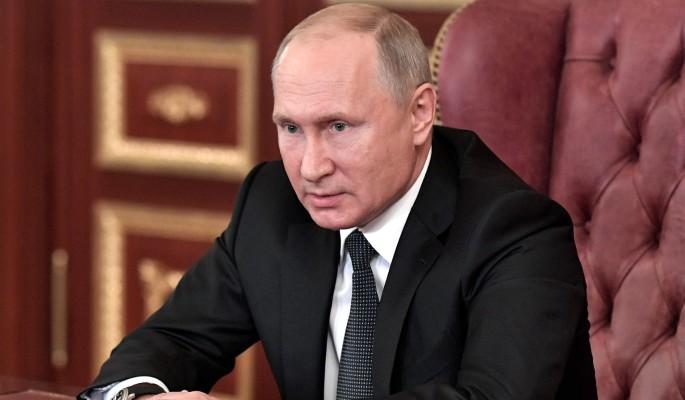 Порошенко встал на колени перед Путиным