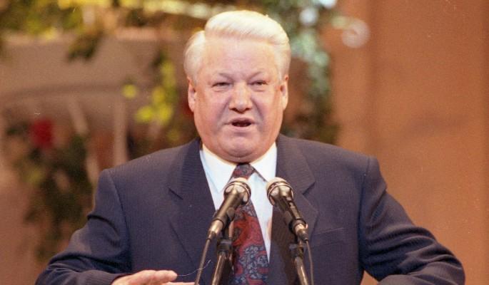 Страшные тайны: синий Ельцин в трусах попал в милицию