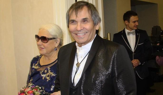Алибасов стонет от прикосновений 80-летней жены