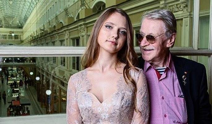 Что на самом деле разрушило брак престарелого Краско