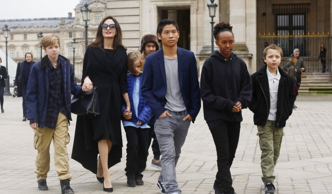 Джоли натравила детей на Питта