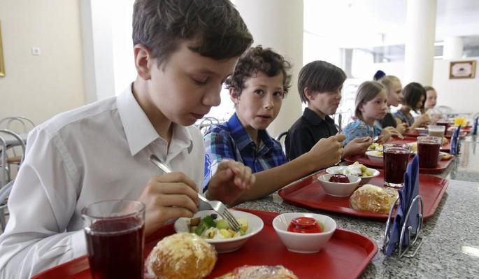 Школьная еда 2.0: рестораны, безналичный расчет и правильное питание