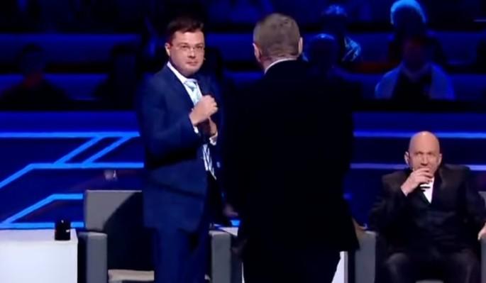 Дебош в прямом эфире: на Украине депутат и политолог устроили грязную драку
