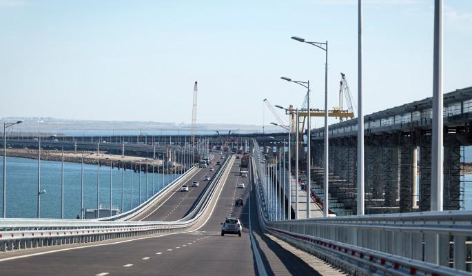 Покосившийся Крымский мост спасают от обрушения