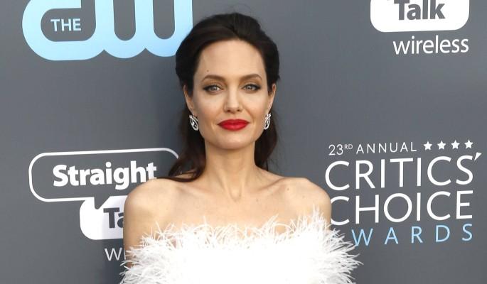 Заносчивая Джоли неожиданно врезала Трампу