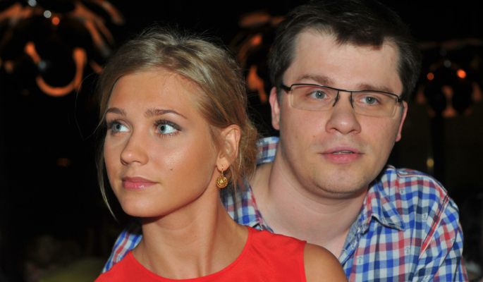 Асмус молит о помощи после слухов о разрыве с Харламовым