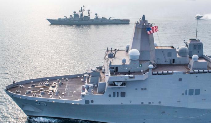 Боевой корабль США с ракетным оружием приближается к берегам Крыма