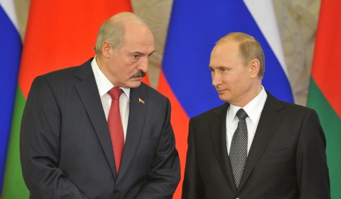 Запуганный Лукашенко спрятался за спиной у Путина