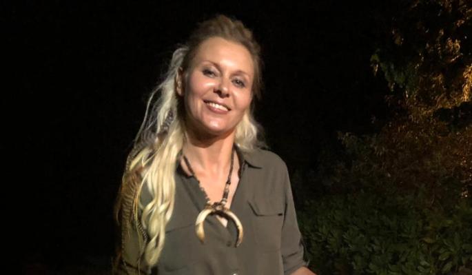 Яна Троянова покинула Россию с мужем и собачкой