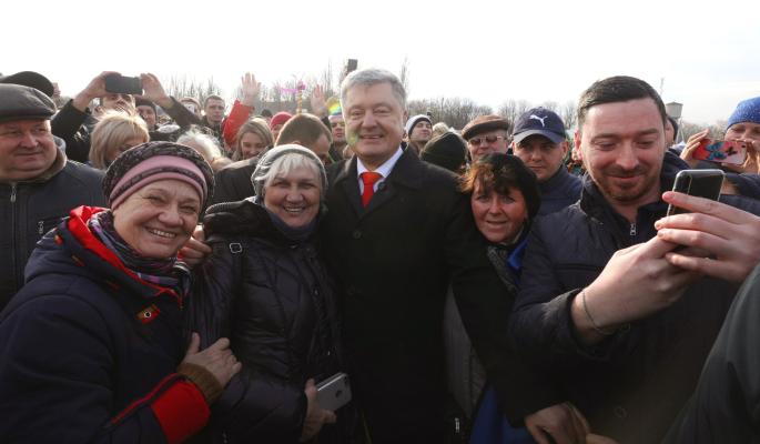 Вышедшего к народу Порошенко прилюдно унизили