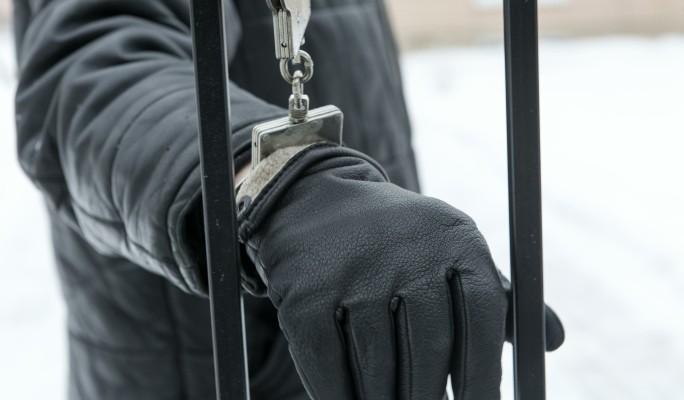 Известного блогера задержали за испражнение на пожилого мужчину