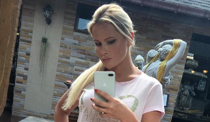 Дана Борисова оказалась в компании пьяных мужиков