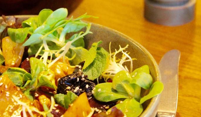 Великий пост: рецепт салата из свеклы с ананасом и черносливом