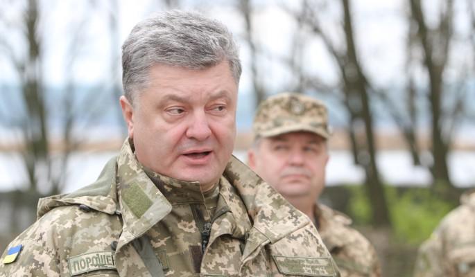 Безумный Порошенко готовится утопить Украину в крови