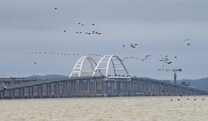 Атакуют?: военные США окружили Крымский мост