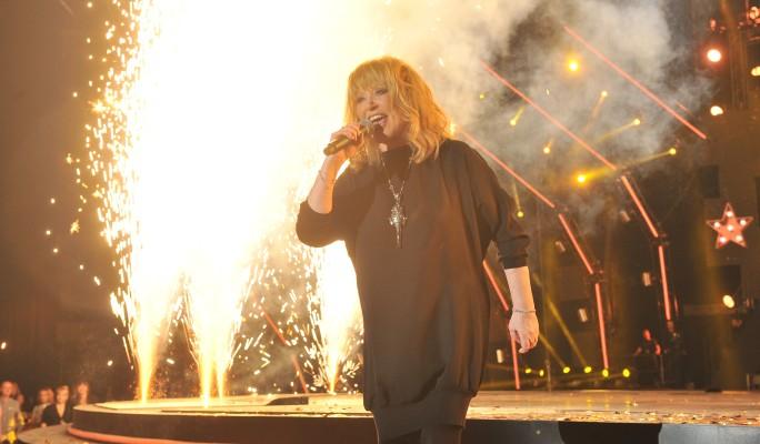 Пугачева свалила свой провал на больного певца