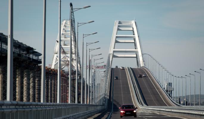 Крымский мост атаковали с воздуха