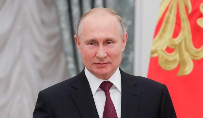 Галантный Путин с роскошным букетом восхитил россиян