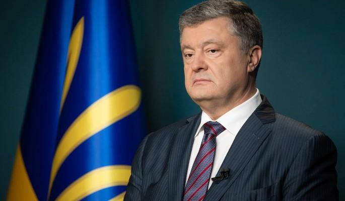 Приговоренный к сроку Порошенко упал в ноги Зеленскому