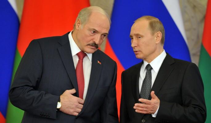 Лебезящего перед Путиным Лукашенко облили грязью