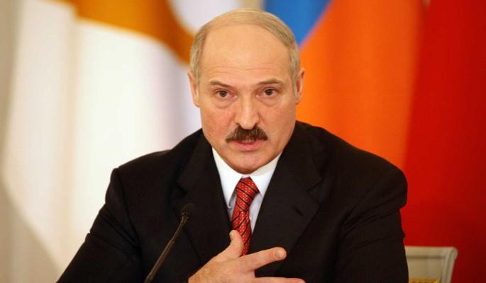 Путин поставил ультиматум не признавшему Крым Лукашенко