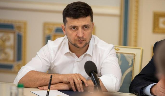 Пристыженный Зеленский свалил вину за новый скандал на Порошенко