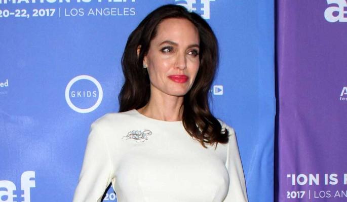 Вены-веревки: дошедшая до края Джоли шокировала худобой