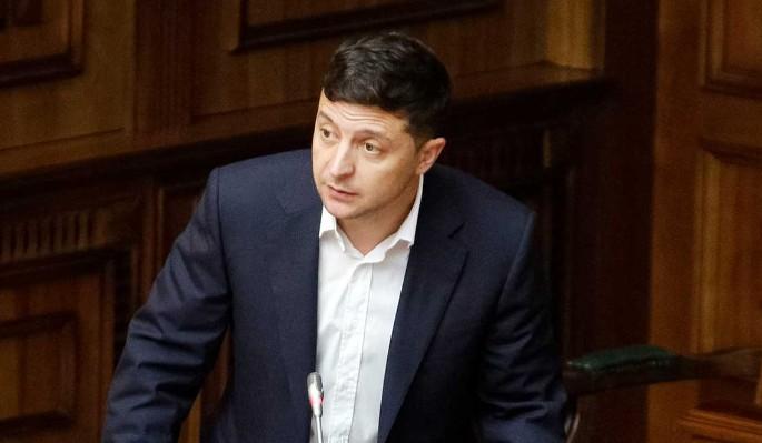 Отказавшемуся уйти в отставку Зеленскому плюнули в лицо