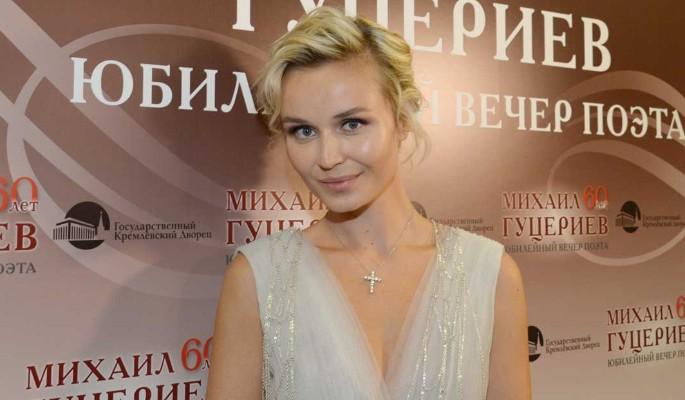Полина Гагарина публично разделась до трусов