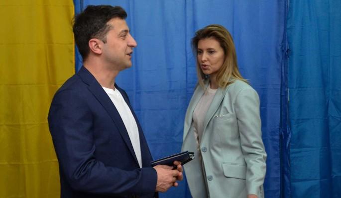 Зеленский с женой покинули Украину после жуткого обстрела
