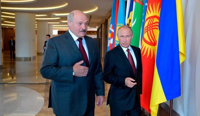 Двуличный Лукашенко лебезит перед Трампом после подарка Путину