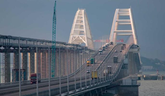 На Крымском мосту начали демонтаж конструкций после мощной атаки