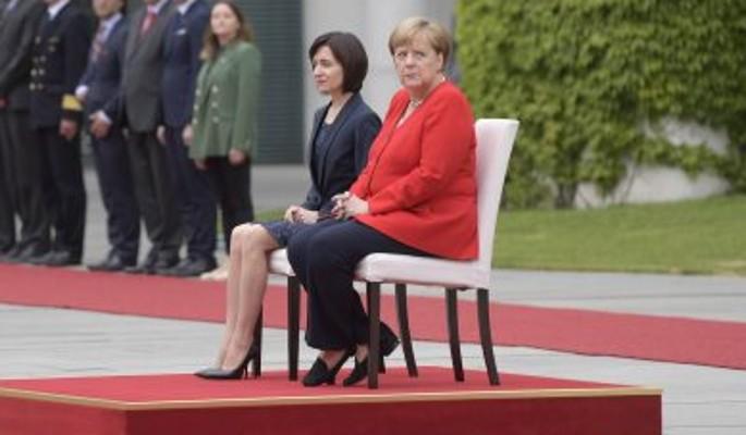 Меркель отправили на пенсию после приступов