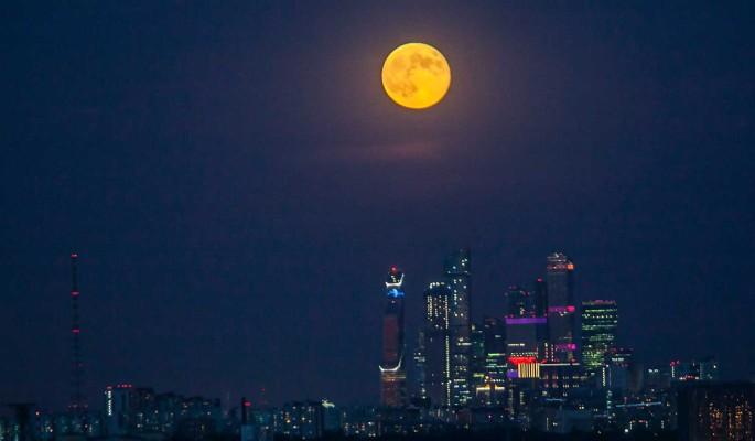 """Очевидцам удалось запечатлеть восход """"кровавой"""" луны"""