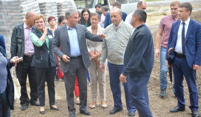 Володин проверил строительство объектов в Саратовской области