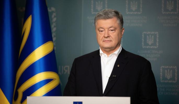 Отдыхал по поддельному паспорту: вскрылись новые преступления бежавшего из Украины Порошенко