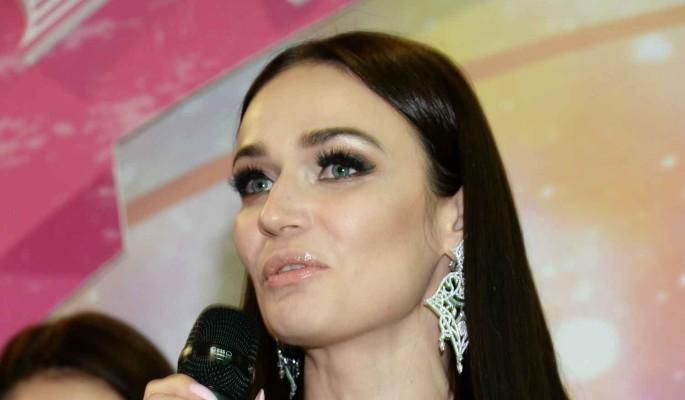 Водонаева высказалась об интиме с известным певцом