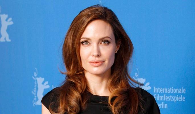 Загнала в угол в коридоре: ошалевшая Анджелина Джоли напала на известного режиссера