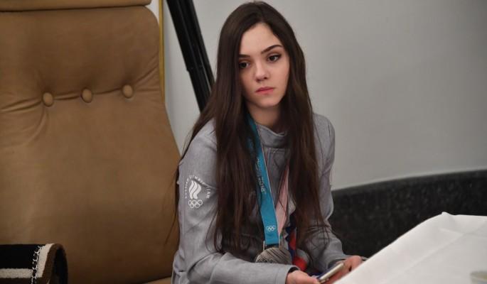 Евегния Медведева рухнула на льду перед Алиной Загитовой