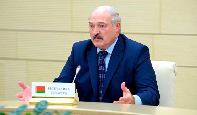 Лукашенко пропихивает во власть молодую красотку