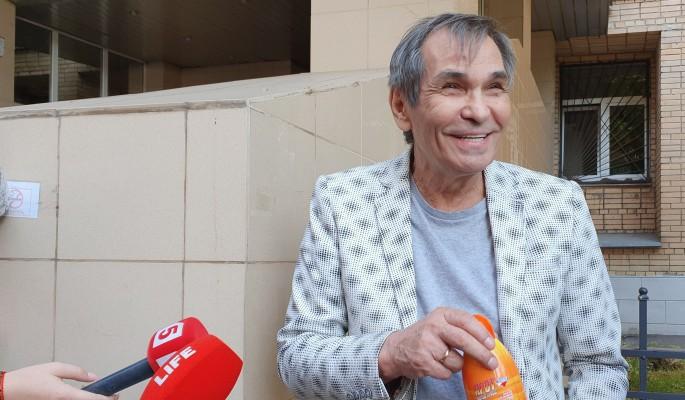 Наплевавший на запрет врачей Алибасов налегает на шашлык и алкоголь после истории с отравлением
