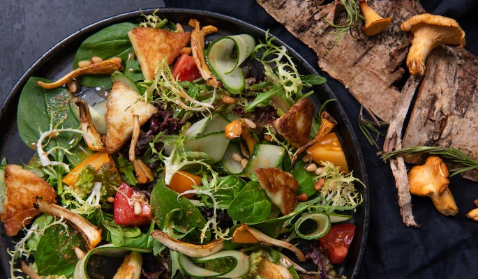 Рецепт салата с лисичками и сыром