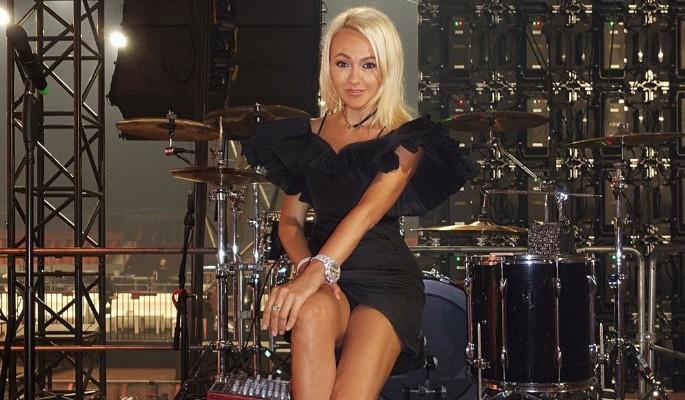 Яну Рудковскую распекли за мини-платье