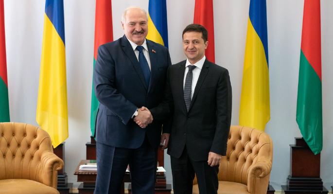Подхалим Лукашенко бросился лебезить перед Зеленским