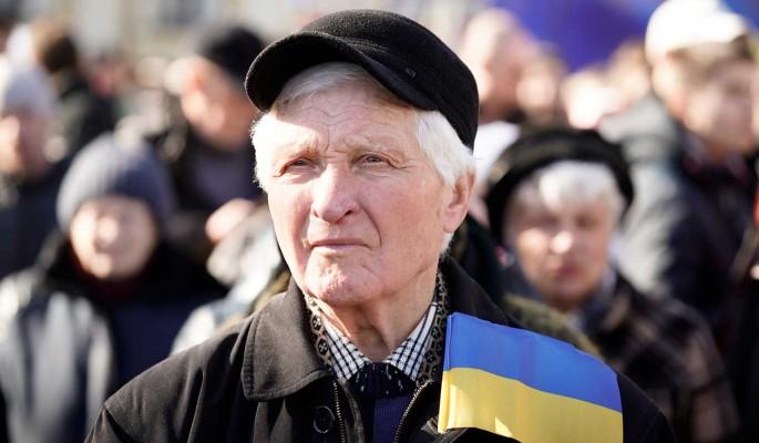 У украинцев массово отбирают пенсии